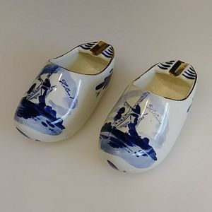 Vintage Delft Dutch porcelain shoe ashtrays